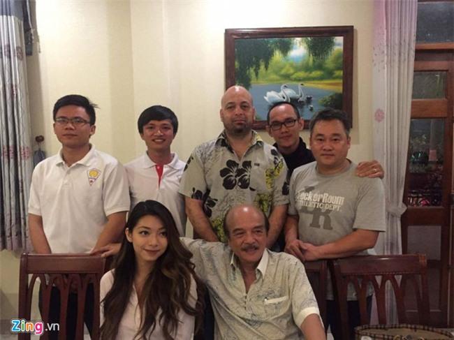 Chuong mon Nam Anh va con gai ve Viet Nam gap Flores hinh anh 1