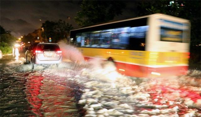 Những chiếc xe buýt luôn thành hung thần tạo sóng.