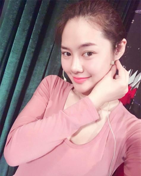Linh Chi - Bạn gái Lâm Vĩnh Hải gây bất ngờ với dung nhan khác lạ - Ảnh 4.