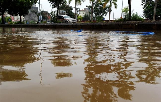 Hà Nội: Sau 1 ngày mưa bão, hàng chục căn biệt thự tại Thiên đường Bảo Sơn vẫn ngập chìm trong nước - Ảnh 11.