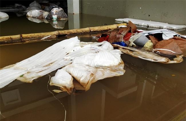 Hà Nội: Sau 1 ngày mưa bão, hàng chục căn biệt thự tại Thiên đường Bảo Sơn vẫn ngập chìm trong nước - Ảnh 13.
