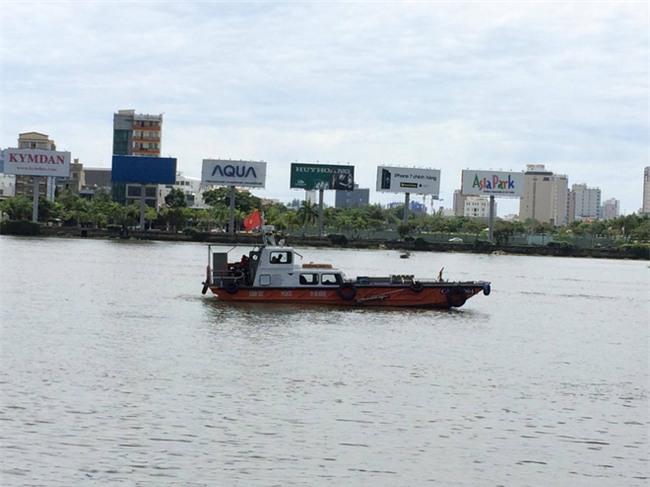 Đà Nẵng: Nhảy xuống sông Hàn cứu cô gái trẻ tự tử, nam thanh niên mất tích - Ảnh 4.