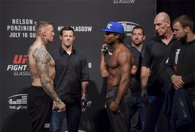 Võ sĩ UFC lật ngược tình thế nhờ tuyệt chiêu cực lạ - Ảnh 2.