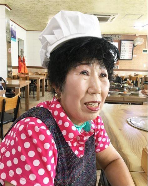 """Bà ngoại Hàn Quốc trở thành """"hiện tượng mạng"""" với kênh dạy trang điểm thu hút giới trẻ - Ảnh 1."""