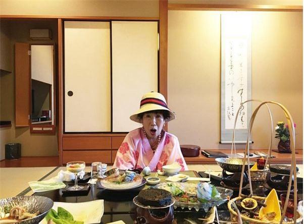 """Bà ngoại Hàn Quốc trở thành """"hiện tượng mạng"""" với kênh dạy trang điểm thu hút giới trẻ - Ảnh 8."""