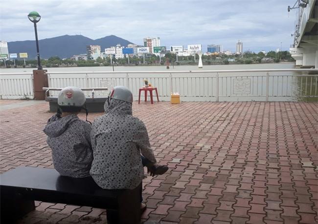 Thanh nien 18 tuoi nhay xuong song Han cuu nguoi: Toi da co het suc hinh anh 2