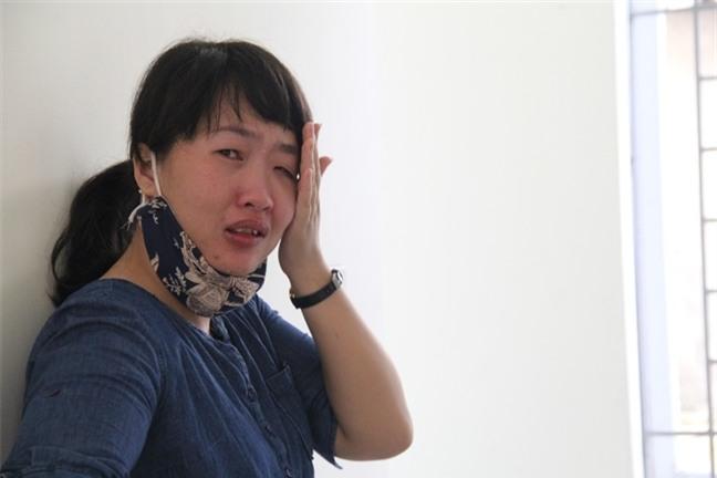 Vụ chìm tàu ở Nghệ An: Biển lặng rồi, về với mẹ con em đi anh - Ảnh 1.