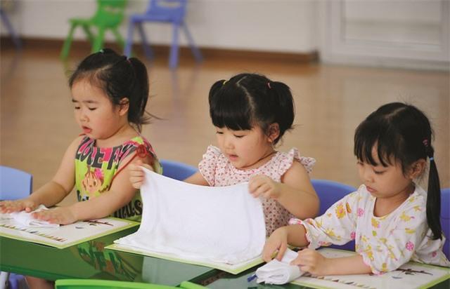 Tiến sĩ Vũ Thu Hương cho rằng, dạy con học chữ trước 6 tuổi là phụ huynh đang hủy hoại nhiều điều ở con trẻ.