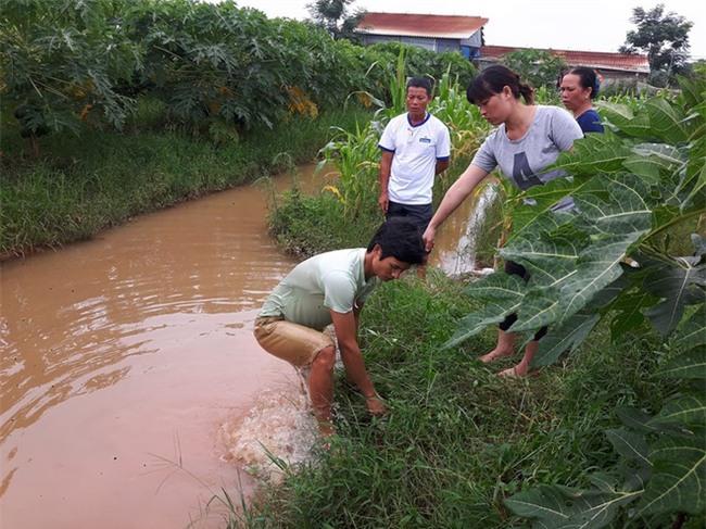 Hà Nội: Bé trai tử vong bất thường trong vườn, 1 tháng vẫn chưa tìm ra nguyên nhân - Ảnh 2.