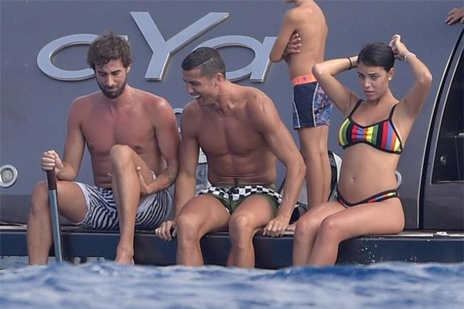 Ronaldo và Georgina đang âm thầm chuẩn bị cho đám cưới trong mơ - Ảnh 1.
