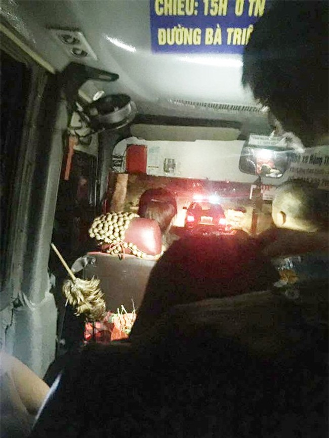 xe khách,CSGT,xe khách gặp nạn,CSGT dẫn đường,tai nạn