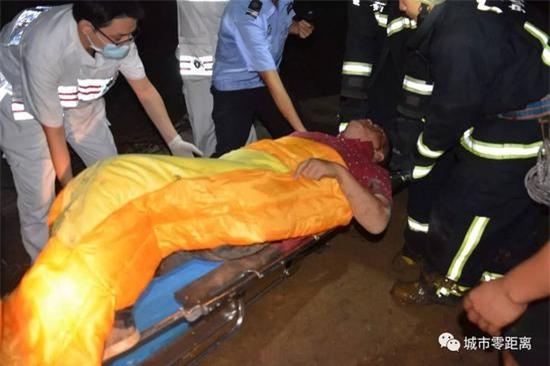 Tò mò xem vụ tai nạn xe hơi, 4 người rơi từ cầu vượt cao 15m xuống đất, tình hình sức khỏe vô cùng nguy kịch - Ảnh 3.