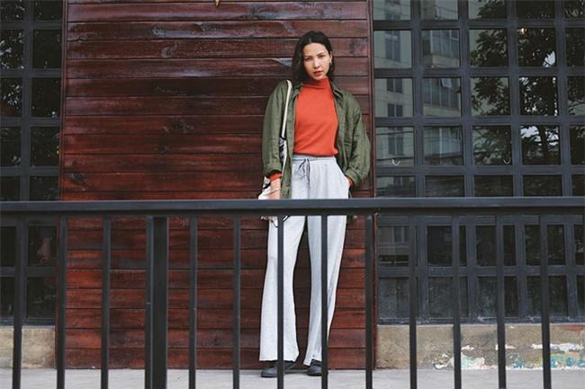 Không hẹn mà gặp, Hoàng Thùy - Minh Tú cùng diện blazer trắng và jeans rách trong street style tuần này - Ảnh 15.