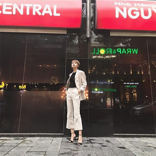 Không hẹn mà gặp, Hoàng Thùy - Minh Tú cùng diện blazer trắng và jeans rách trong street style tuần này - Ảnh 18.