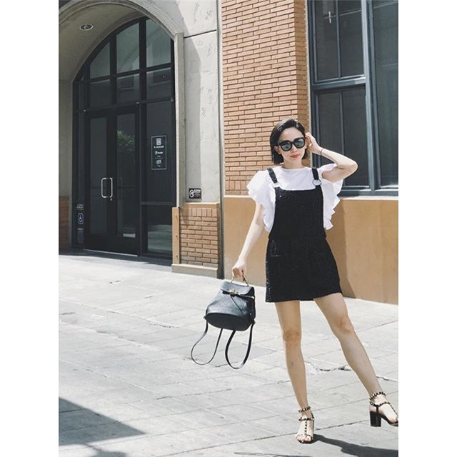 Không hẹn mà gặp, Hoàng Thùy - Minh Tú cùng diện blazer trắng và jeans rách trong street style tuần này - Ảnh 6.