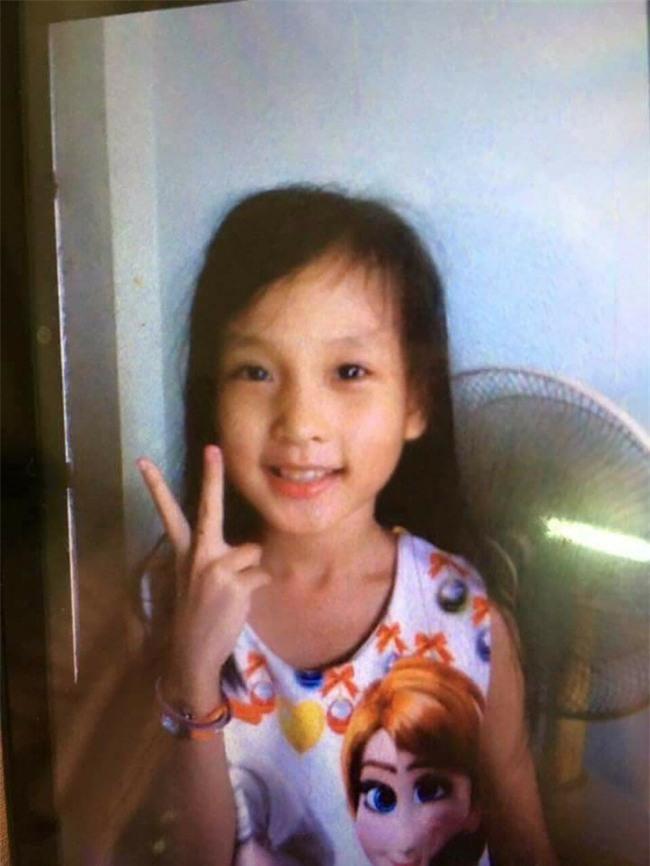 Chuỗi ngày đau đớn của bé gái 11 tuổi, mồ côi cha, bị khối u quái ác che kín mặt - Ảnh 4.
