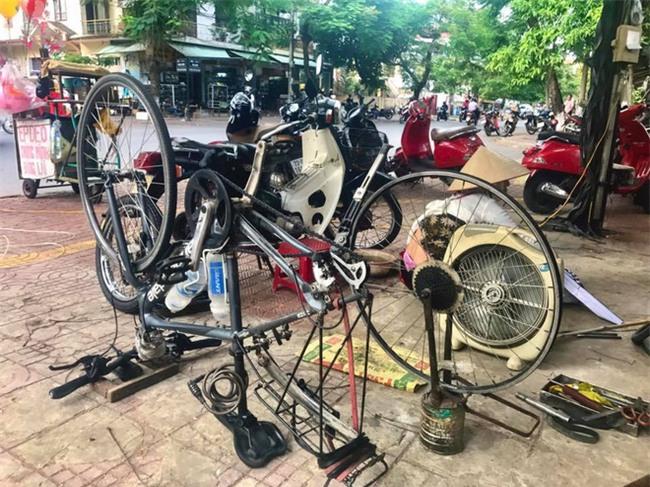 Nữ du khách nước ngoài đi xuyên Việt bị trộm mất xe đạp khi vừa đến Sài Gòn: Bật khóc vì quá sức chịu đựng - Ảnh 11.