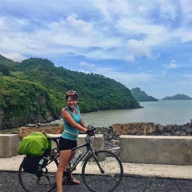 Nữ du khách nước ngoài đi xuyên Việt bị trộm mất xe đạp khi vừa đến Sài Gòn: Bật khóc vì quá sức chịu đựng - Ảnh 3.