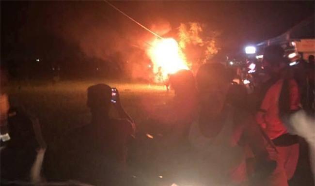 Hải Dương: Người dân bao vây đập phá xe ô tô, bắt giữ nhóm người nghi bắt cóc trẻ em - Ảnh 7.
