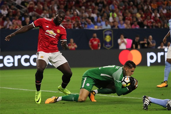 Pogba, Lukaku choi an y, MU dai thang o derby Manchester hinh anh 2