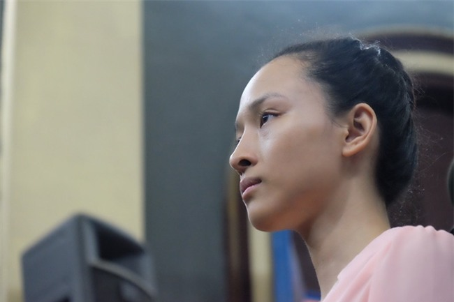 Mẹ hoa hậu Phương Nga cho biết con gái mắc bệnh viêm phổi, sức khỏe ngày càng xuống dốc - Ảnh 3.