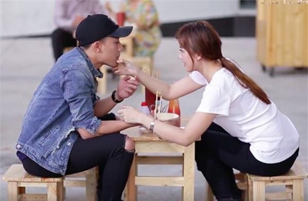 Khi bị bắt gặp hẹn hò riêng tư, sao Việt người công khai - kẻ lấp liếm - Ảnh 5.