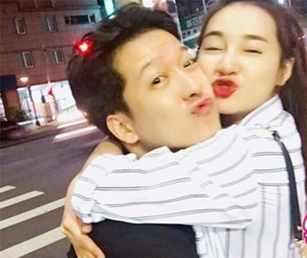 Khi bị bắt gặp hẹn hò riêng tư, sao Việt người công khai - kẻ lấp liếm - Ảnh 8.