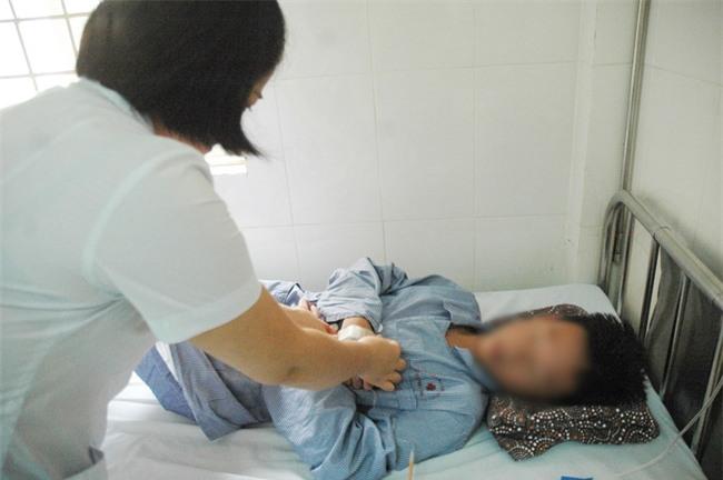 Hà Nội thêm hàng trăm ca sốt xuất huyết mỗi ngày: Vợ chồng cùng nhập viện, con cái phải gửi về quê - Ảnh 1.
