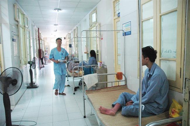 Hà Nội thêm hàng trăm ca sốt xuất huyết mỗi ngày: Vợ chồng cùng nhập viện, con cái phải gửi về quê - Ảnh 2.