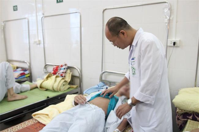 Hà Nội thêm hàng trăm ca sốt xuất huyết mỗi ngày: Vợ chồng cùng nhập viện, con cái phải gửi về quê - Ảnh 3.
