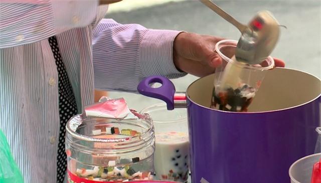 Ở các trường học đồ uống trà sữa khá được học sinh yêu thích.