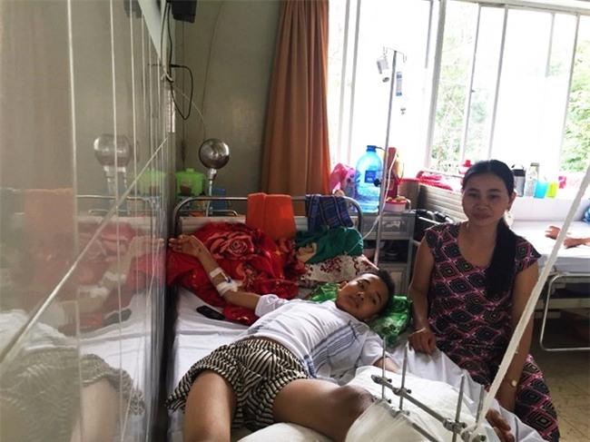 Thiếu niên máu hiếm bị xe cán nát đôi chân, mẹ khẩn cầu cộng đồng mạng và kết quả khiến nhiều người xúc động - Ảnh 2.