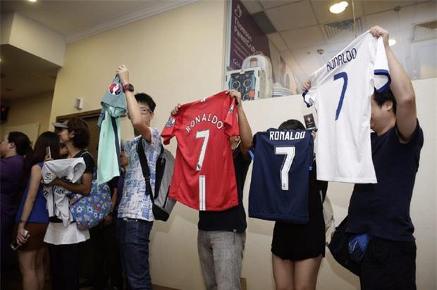 Ronaldo ghé bệnh viện thăm ái nữ nhà tỷ phú Singapore mới sinh con - Ảnh 3.