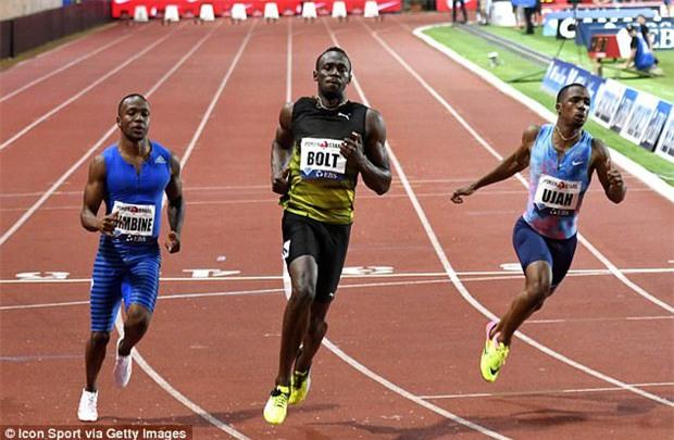 Tia chớp Usain Bolt ăn mừng với dàn nữ cổ vũ xinh đẹp - Ảnh 3.
