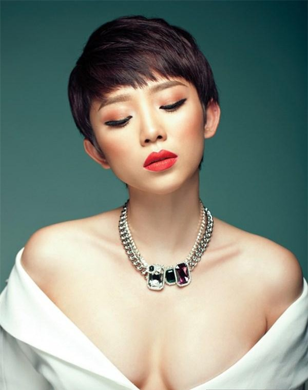 """Hở bạo là cách """"lột xác"""" để trưởng thành của Angela Phương Trinh, Tóc Tiên? - 11"""