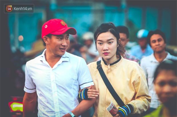 Khán giả chen lấn, đội mưa xem Công Phượng xé lưới U22 Hàn Quốc - Ảnh 2.