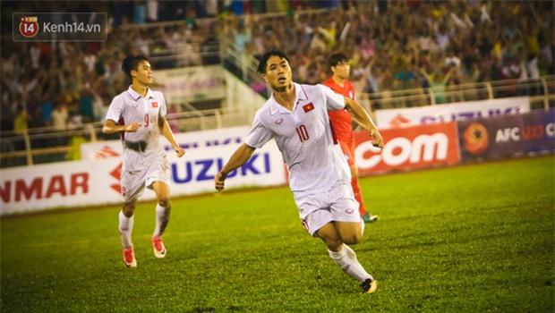 Khán giả chen lấn, đội mưa xem Công Phượng xé lưới U22 Hàn Quốc - Ảnh 11.
