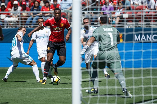 Gareth Bale cung dan sao Real gay that vong khi doi dau MU hinh anh 4
