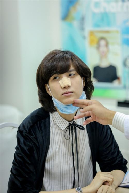 Hé lộ hình ảnh Hồng Xuân đi chỉnh sửa lại mũi do Nguyễn Hợp ném đồ vào gây thương tích - Ảnh 3.