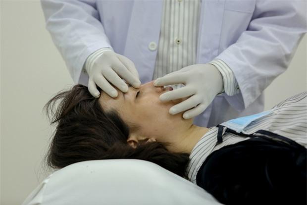 Hé lộ hình ảnh Hồng Xuân đi chỉnh sửa lại mũi do Nguyễn Hợp ném đồ vào gây thương tích - Ảnh 6.