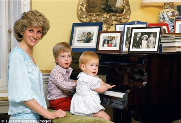 Hai hoàng tử tiết lộ cuộc điện thoại cuối cùng với mẹ Diana và cả góc bí mật thú vị ít người biết về bà - Ảnh 1.