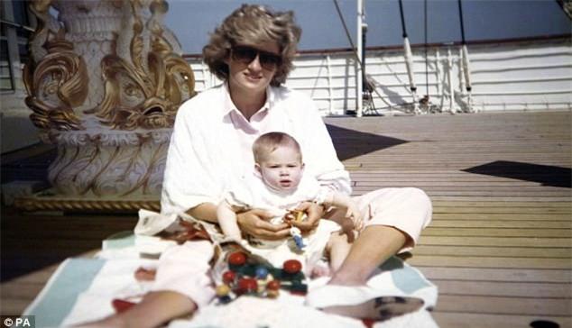 Hai hoàng tử tiết lộ cuộc điện thoại cuối cùng với mẹ Diana và cả góc bí mật thú vị ít người biết về bà - Ảnh 4.