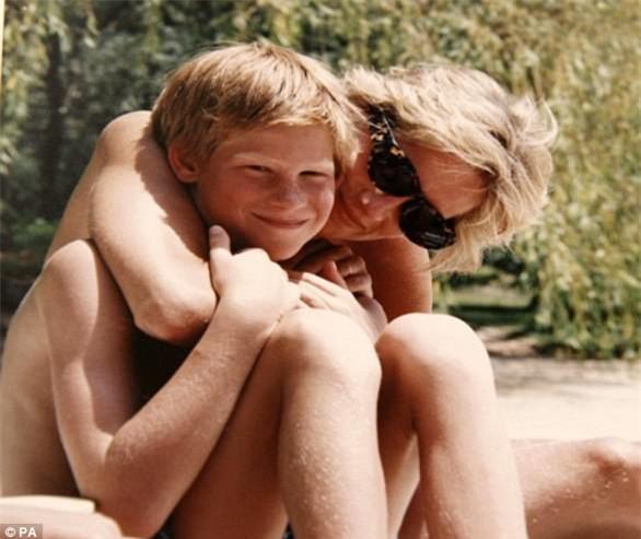 Hai hoàng tử tiết lộ cuộc điện thoại cuối cùng với mẹ Diana và cả góc bí mật thú vị ít người biết về bà - Ảnh 5.