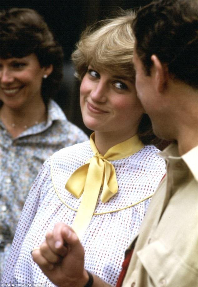 Hai hoàng tử tiết lộ cuộc điện thoại cuối cùng với mẹ Diana và cả góc bí mật thú vị ít người biết về bà - Ảnh 8.