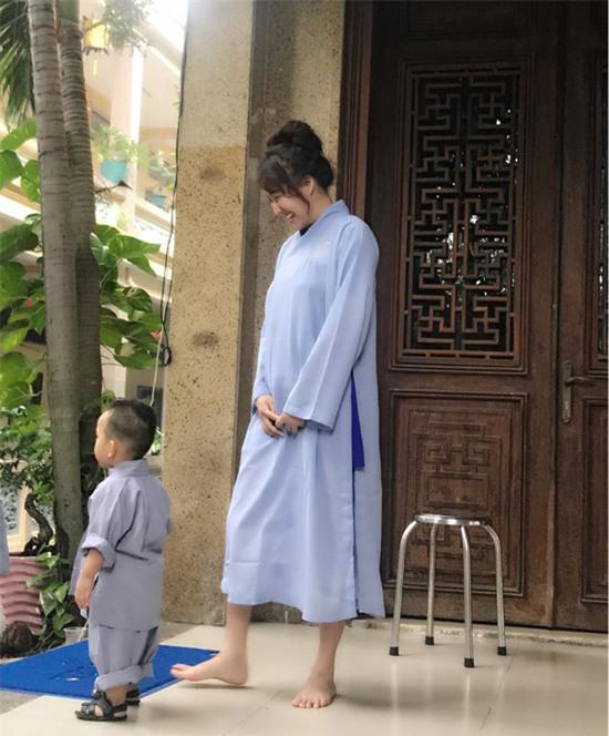 Phi Thanh Vân tự tin mặc váy bó sau phẫu thuật -2