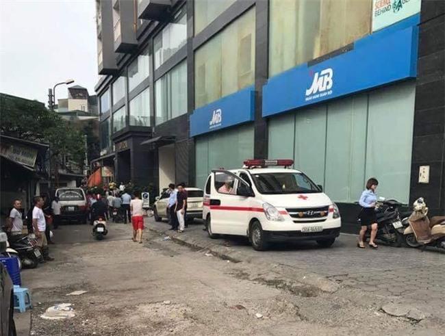 Hà Nội: Nam ca sĩ rơi từ tầng 10 một tòa nhà xuống đất tử vong? - Ảnh 2.