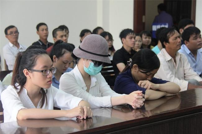 Mẹ của nữ sinh bị tạt axit cho biết chưa nhận được 300 triệu của Trương Ngọc Ánh hứa cho con gái - Ảnh 1.