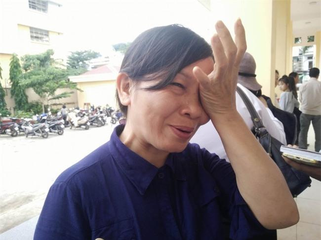 Mẹ của nữ sinh bị tạt axit cho biết chưa nhận được 300 triệu của Trương Ngọc Ánh hứa cho con gái - Ảnh 2.