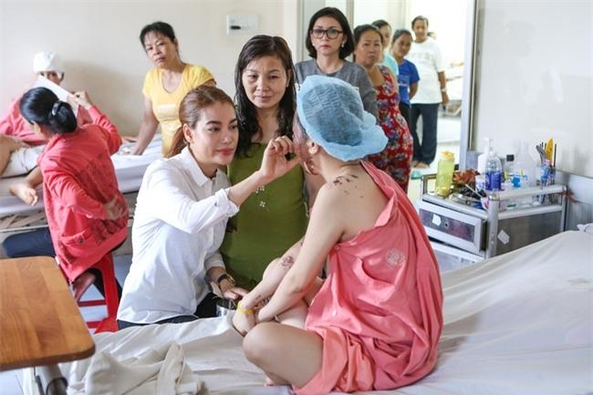 Mẹ của nữ sinh bị tạt axit cho biết chưa nhận được 300 triệu của Trương Ngọc Ánh hứa cho con gái - Ảnh 3.