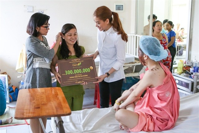 Mẹ của nữ sinh bị tạt axit cho biết chưa nhận được 300 triệu của Trương Ngọc Ánh hứa cho con gái - Ảnh 4.
